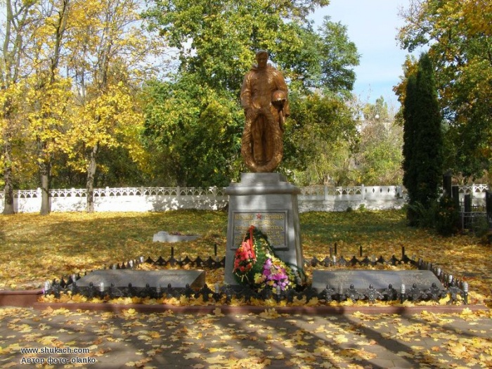 Памятник советским воинам на Смолянском кладбище